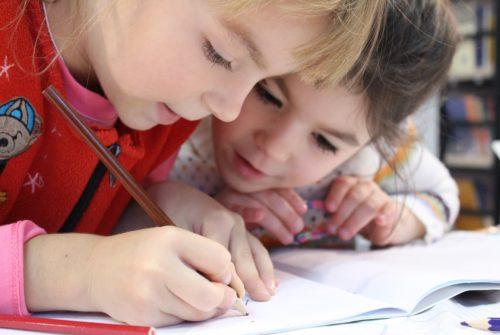 kids-girl-pencil-drawing-159823 (1)